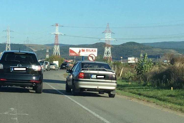 """Cum evită """"șmecherașii"""" clujeni coloanele în trafic FOTO"""
