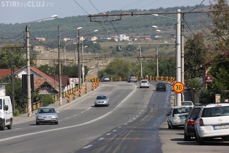 Au început lucrările de reabilitare a podului din zona străzii Fabricii. Vezi cât durează