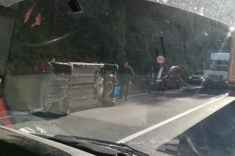 Mașină răsturnată pe un drum din Cluj FOTO