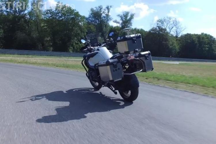 BMW a creat prima motocicletă autonomă. Se conduce singură cu sau fără pasager VIDEO