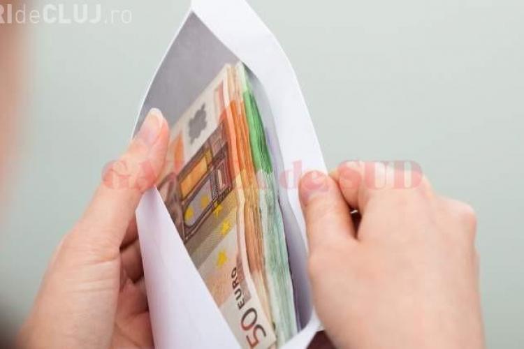 Un agent de pază de la un supermarket a găsit 33.000 euro într-un coş de cumpărături