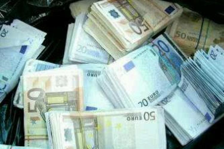 Cluj: A predat la Poliție 7.350 de euro găsiți pe stradă. Povestea e SAVUROASĂ