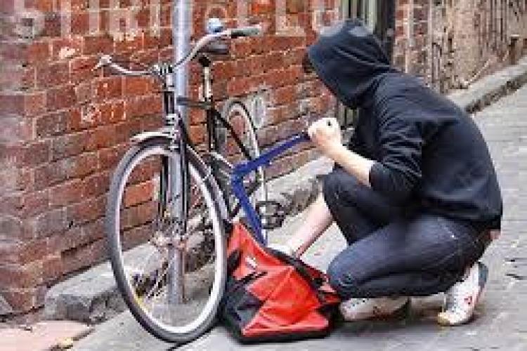 Hoți de biciclete prinși de polițiștii clujeni. Oamenii legii au recuperat bunurile furate