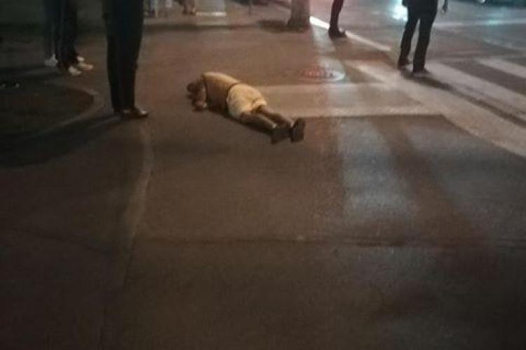 Drogat căzut pe trotuar în Mănăștur - VIDEO