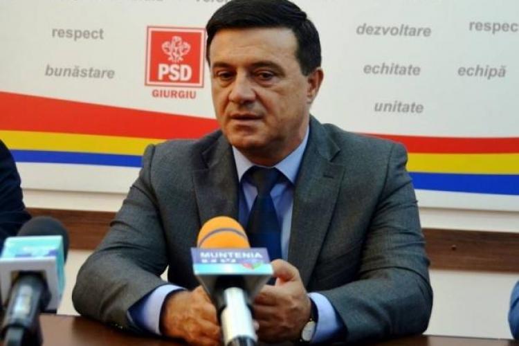 """Senatorul PSD, Niculae Bădălău, dansează pe maneaua: """"Să vină Diaspora, că noi ne p..ăm pe ea"""" - VIDEO"""