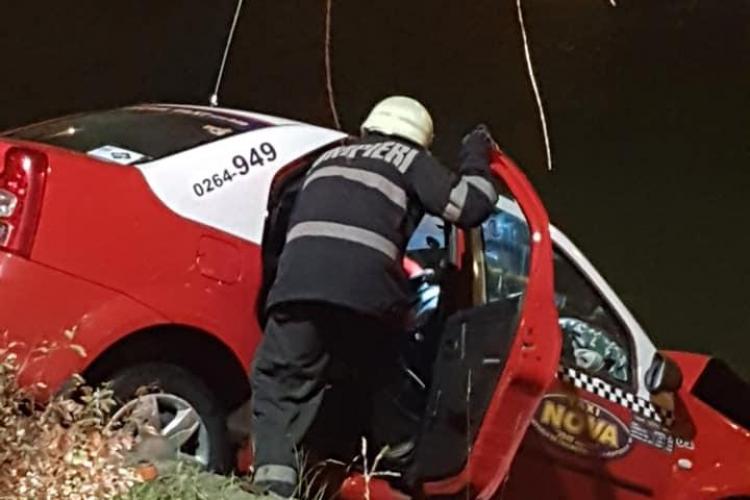 Un taximetru a căzut în Someș, lângă Cluj Arena - FOTO