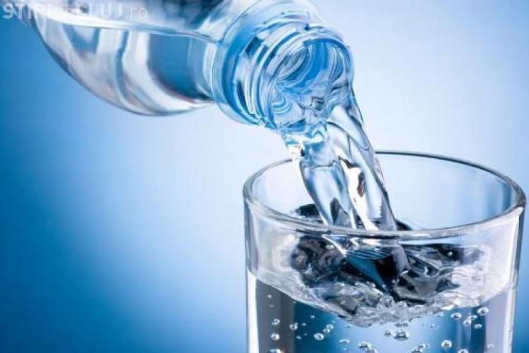 Apa minerală îngrașă sau e numai un mit
