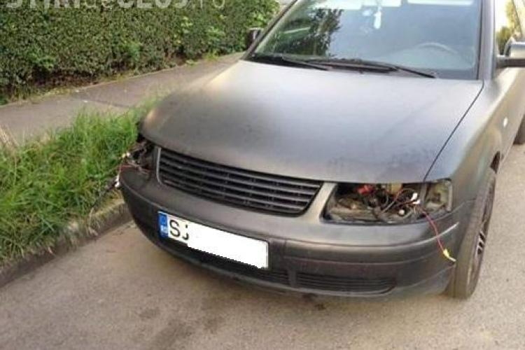 Cluj-Napoca / Mărăști: Mi-au furat farurile de la mașină. Reacție: Cum naiba, erau lipite? - FOTO