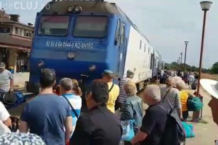 Deștepții de la CFR Călători au vândut 500 de bilete la un tren cu un singur vagon. Ce au făcut oamenii