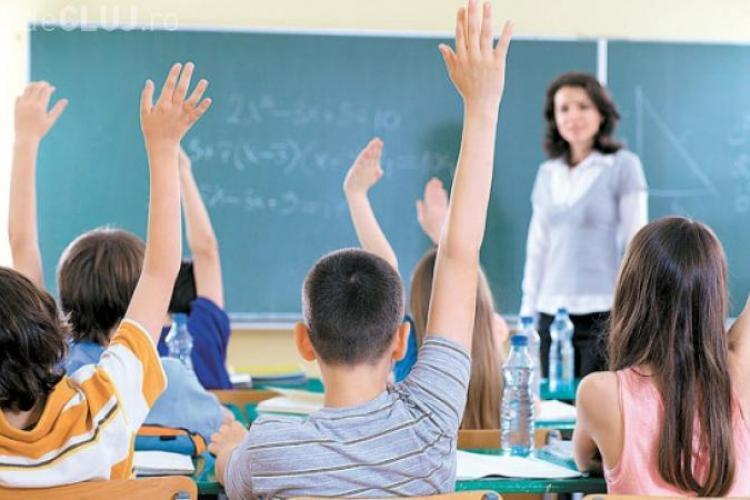 PNL: Nu mai sunt bani de salarii și Guvernul va da afară 4.000 de profesori și personal auxiliar