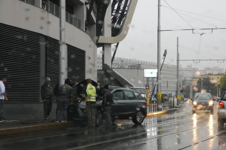 A început ploaia și au început accidentele de pe Splaiul Independenței FOTO