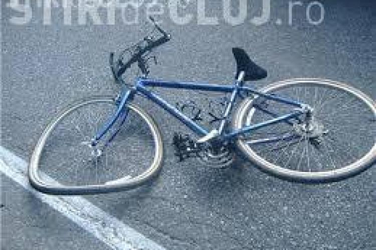 CLUJ: Un biciclist neatent a ajuns la spital în urma unui accident. A intrat direct într-o mașină