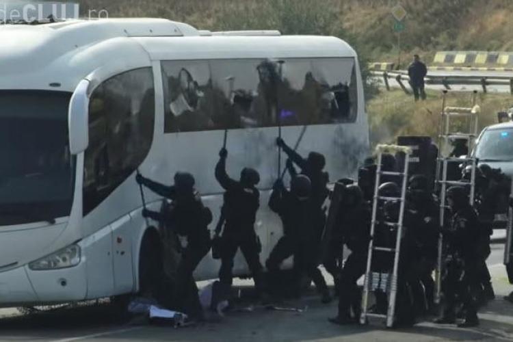 Trupele speciale din Poliția Română au devastat un autocar pentru un exercițiu de antrenament - VIDEO