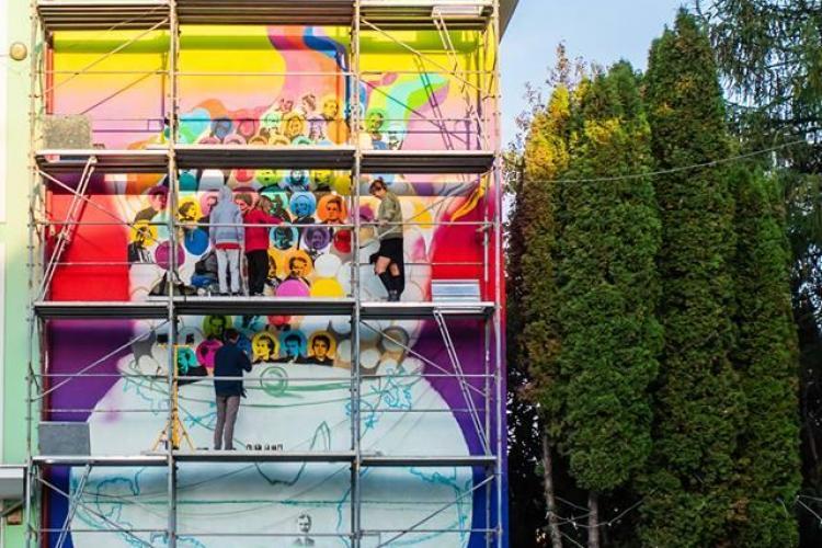 """Proiect artistic inedit la Liceul """"Onisifor Ghibu"""" - 100 de fețe pentru România FOTO"""