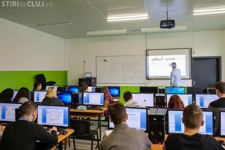 Investiții de 5 milioane de lei la Cluj, pentru dotarea școlilor cu table interactive și calculatoare