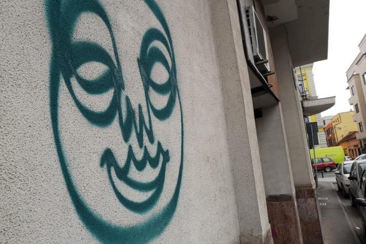 Tânăr amendat pentru că a făcut grafitti pe o clădire din Cluj. Boc vrea să mărească drastic sancțiunile