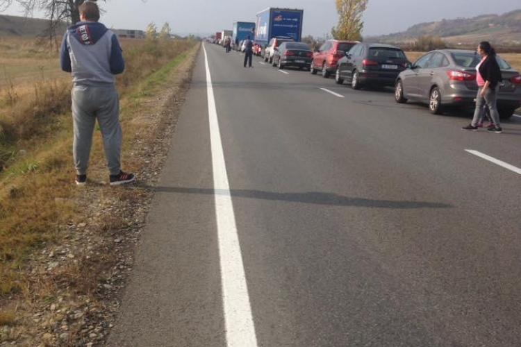 """Cum a reușit """"Dorel"""" drumarul să blocheze traficul între Bihor și Cluj - FOTO"""
