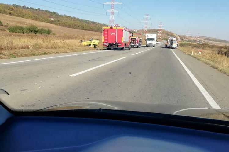 Accident pe centura Clujului. Un șofer de 72 de ani s-a răsturnat cu mașina FOTO