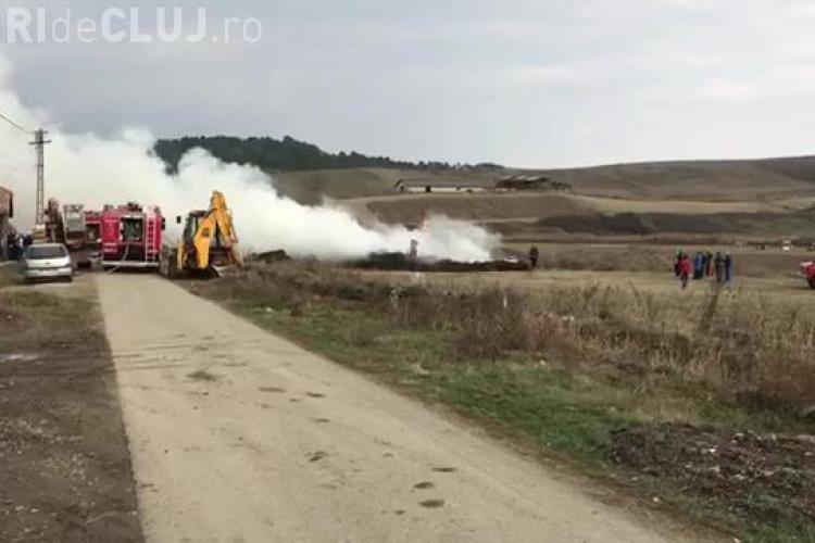 Incendiu la un depozit de paie din Sic - VIDEO