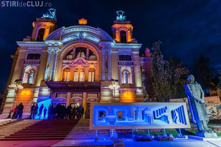 """Știri de Cluj a oferit premiul pentru """"EDUCAȚIE"""", în cadrul Galei Premiilor Media de Excelență, profesoarei Alexandra Oană"""