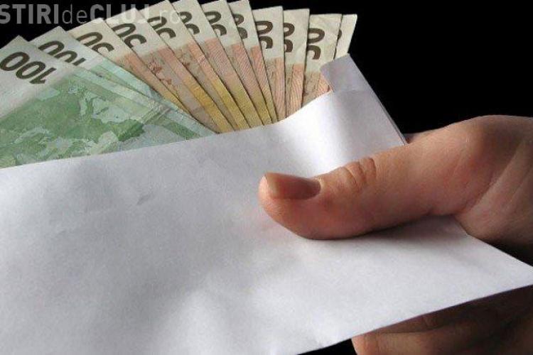 Guvernul dezminte flagrantul DNA în cazul unei șefe de cabinet care ar fi luat șpagă 50.000 de euro