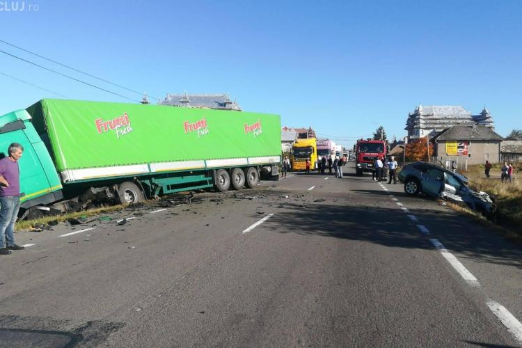 Accident la ieșire din Huedin, lângă palatele romilor - FOTO