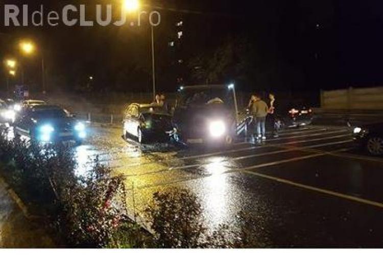 Accident pe Calea Turzii, între un BMW și o platformă. Cine a fost de vină FOTO