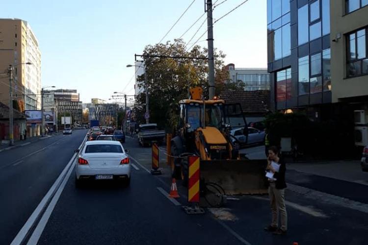 Asfaltare a la Cluj! Stradă asfaltată recent, spartă de Dorel - FOTO