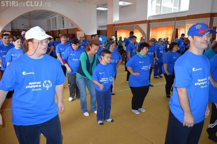 Demonstrație de sport unificat cu 100 de persoane cu dizabilități intelectuale, la Cluj
