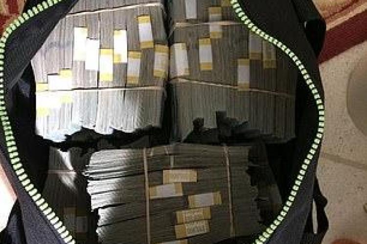 """A cumpărat un seif la """"Războiul depozitelor"""" și a găsit 7,5 milioane de dolari - FOTO"""
