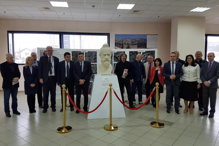 Bustul Regelui Decebal, dezvelit la Aeroportul Cluj. Anul se va termina cu alte SURPRIZE