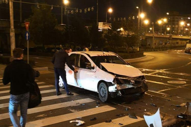 Accident între un taxi și un tramvai, în Mănăștur. Două persoane au fost rănite FOTO