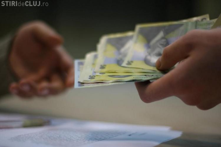 S-a adoptat salariul minim diferențiat, în funcție de studii