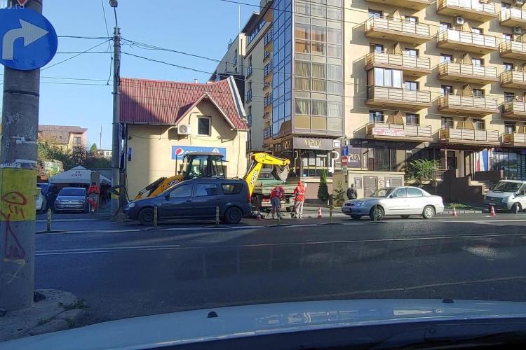 Strada Teodor Mihali spartă a doua oară, după asfaltarea din septembrie! Să îi facem vedete pentru EFICIENȚĂ - VIDEO