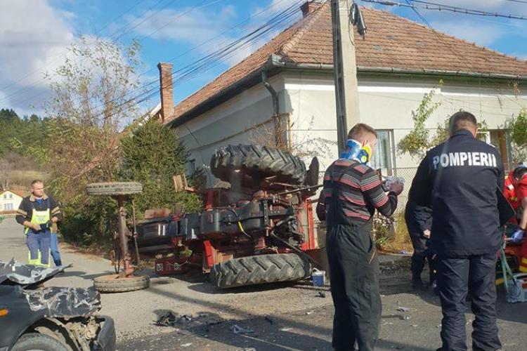 Accident între un tractor și un autoturism, la Vlaha FOTO