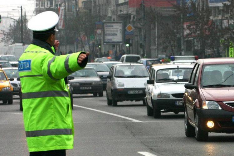 Un procuror a amendat cu câte 5.000 de lei doi poliţişti pentru că au avut TUPEU să îl oprească în trafic