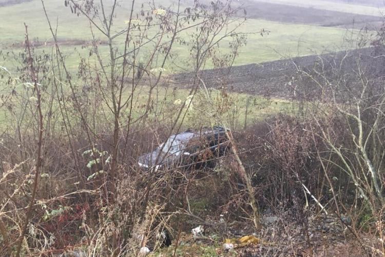Accident pe un drum din Cluj. O șoferiță a ajuns la spital, după ce s-a răsturnat cu mașina FOTO