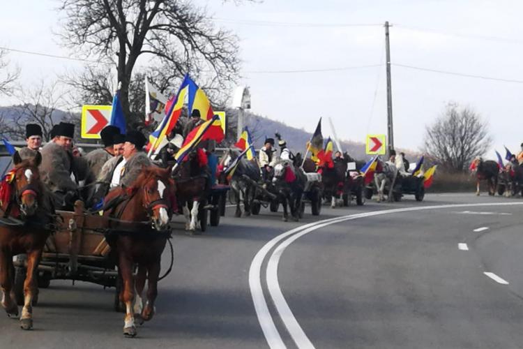 Convoiul de călăreți din Sighet a ajuns la Cluj. Vezi pe ce traseu circulă spre Alba-Iulia FOTO/VIDEO