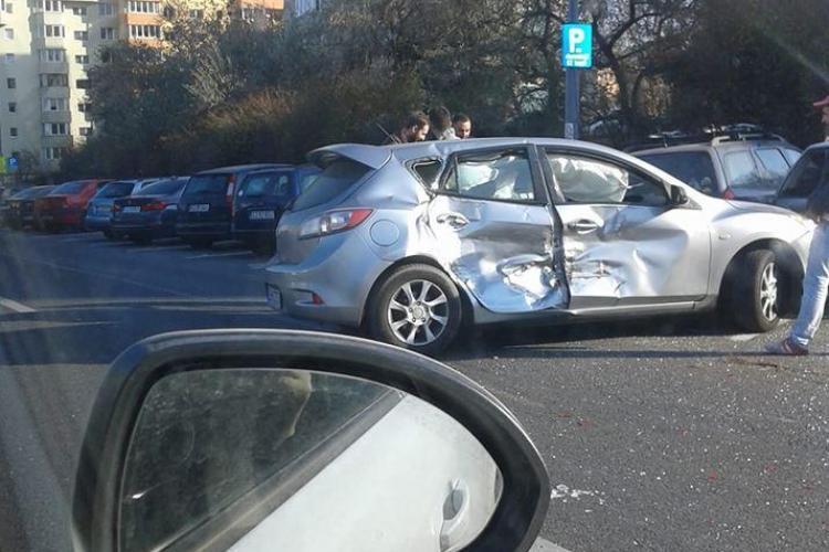 UPDATE Accident cu șapte mașini implicate pe Calea Florești. Trei persoane au fost rănite FOTO