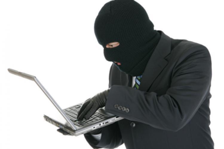 A furat laptopul unui student, iar apoi a dat dovadă că are un suflet bun