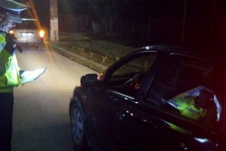 Un șofer a fugit de poliție la Dej. Un polițist a fost lovit, dar procurorii țin cu fugarul