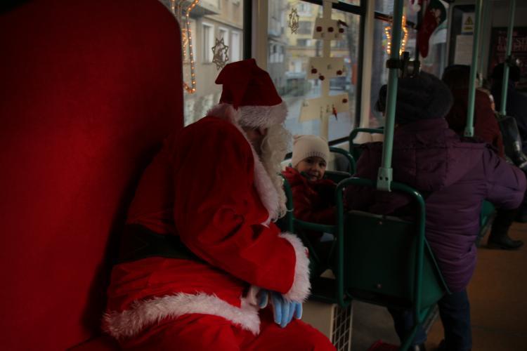 Tramvaiul lui Moş Crăciun a pornit la drum în Cluj-Napoca. Ce traseu și orar are - FOTO