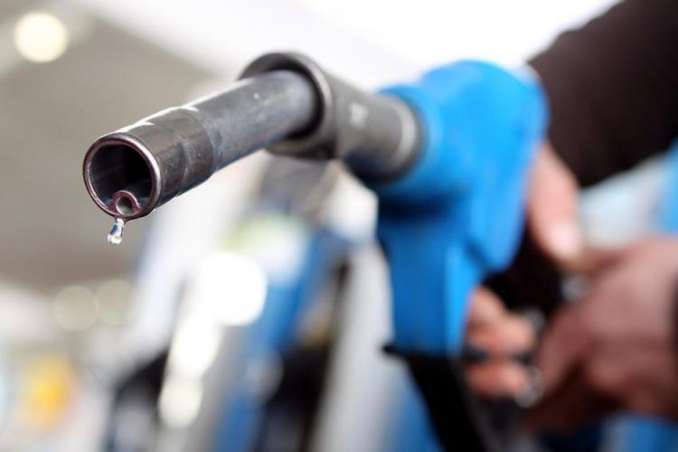 Prețul benzinei a scăzut sub 5 lei. La Cluj sunt printre cele mai mici prețuri