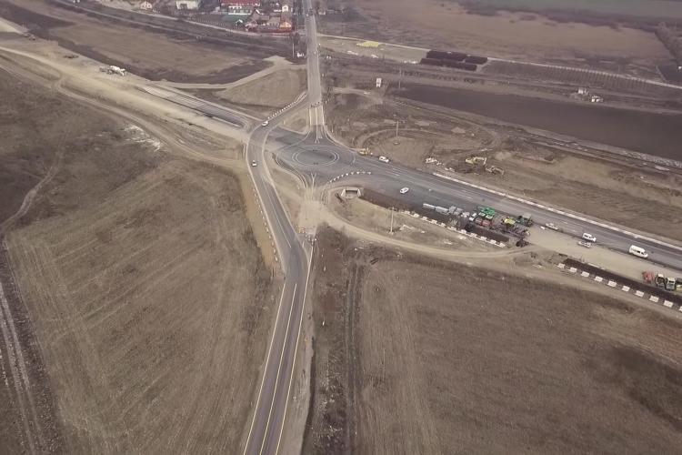 Nu e BANC, e prostie! Autostradă Câmpia Turzii - Târgu Mureş are barieră pentru tren - VIDEO