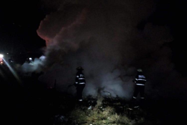 Barăcile de la Pata Rât au luat foc în timp ce romii dormeau. I-a salvat numai o MINUNE - FOTO