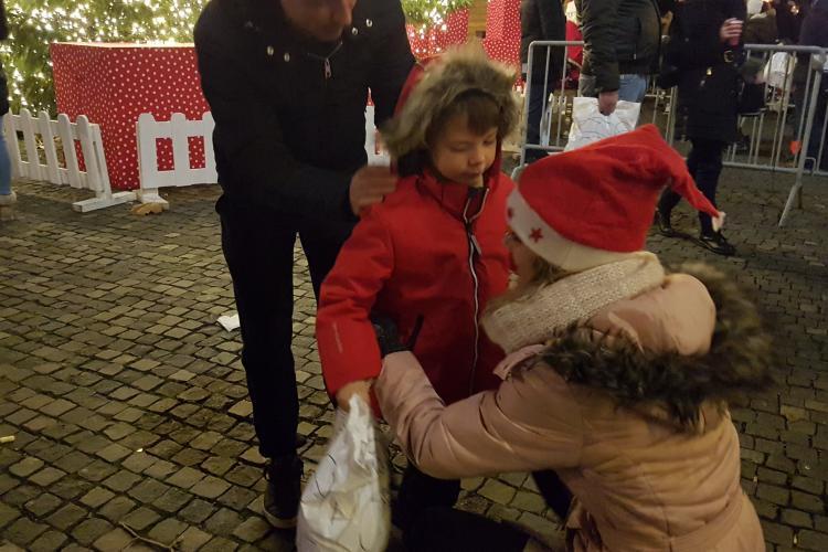 Copiii s-au întâlnit, miercuri seara, cu Moș Nicolae și spiridușii în Piața Unirii - VIDEO