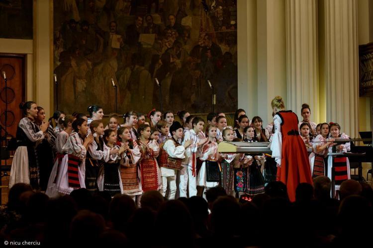 Gest românesc de suflet. Concert de colinde unde se strâng cărți pentru copiii din diaspora