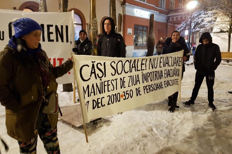 Clujenii evacuați la Pata Rât de pe strada Coastei au protest în centrul Clujului - VIDEO