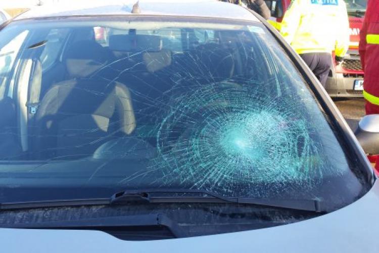 Taversarea neregulamentară face victime! O clujeancă a fost lovită de mașină la Turda