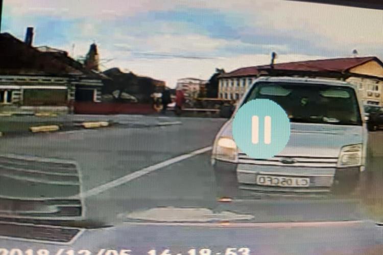A lovit-o o căruță în sensul giratoriu din Florești. Ce a urmat a uimit-o - FOTO